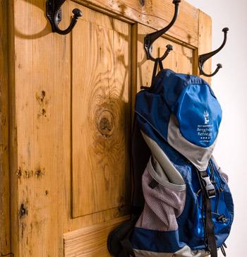 Rucksack an Türe
