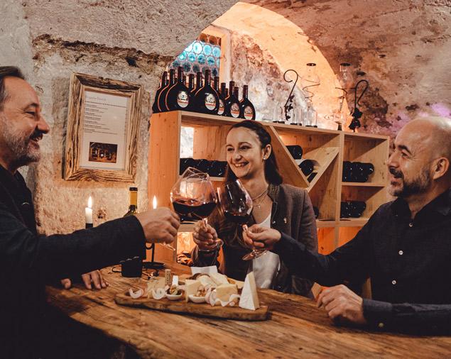 Weinprobe mit Familie Lichtmannegger im Weinkeller