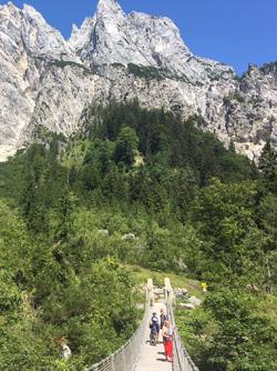 Hängebrücke auf dem Weg zur Bind- und Litzl-Alm