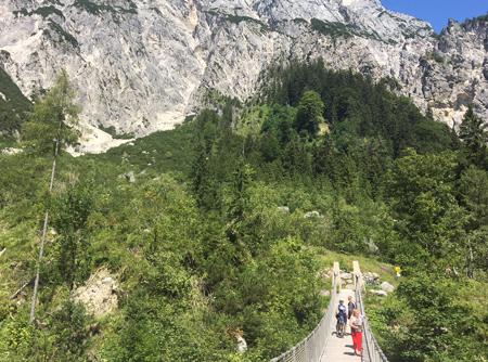 Hängebrücke auf dem Weg zur Litzl- und Bind Alm